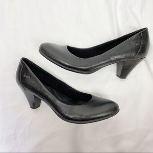 B.o.c. Born concepts•Black leather comfort heel 8